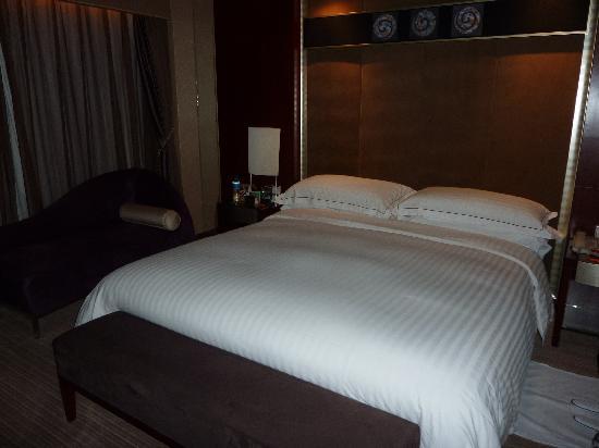 โรงแรม โซฟิเทล ออน เหรินหมิง สแควร์ ซีอาน: Suite Bedroom