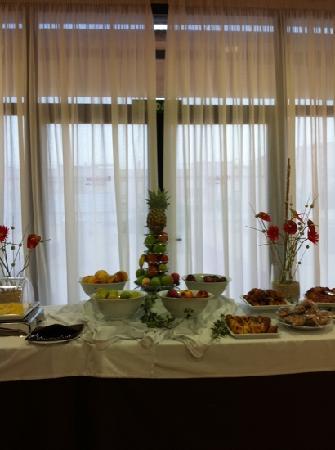 Hotel Exe Sevilla Palmera: buffet de desayunos