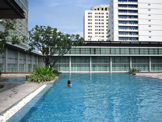 โรงแรมพูลแมน บางกอก คิงเพาเวอร์: Swimming pool