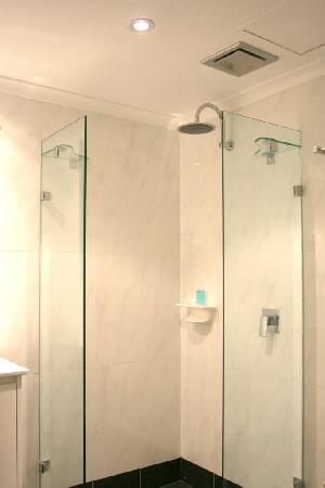 การ์เด้นลอดจ์ ซิดนีย์: European Designer Shower