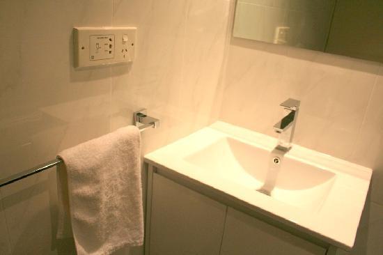 การ์เด้นลอดจ์ ซิดนีย์: Bathroom Vanity