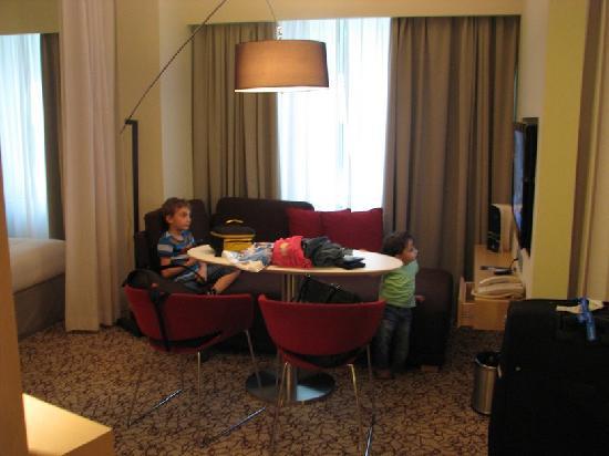 สวีท โนโวเทล มอลล์ ออฟ เดอะ เอมิเรตส์: Living room