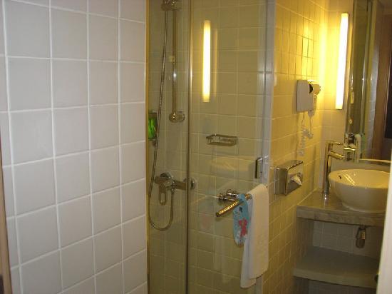 สวีท โนโวเทล มอลล์ ออฟ เดอะ เอมิเรตส์: Master bathroom