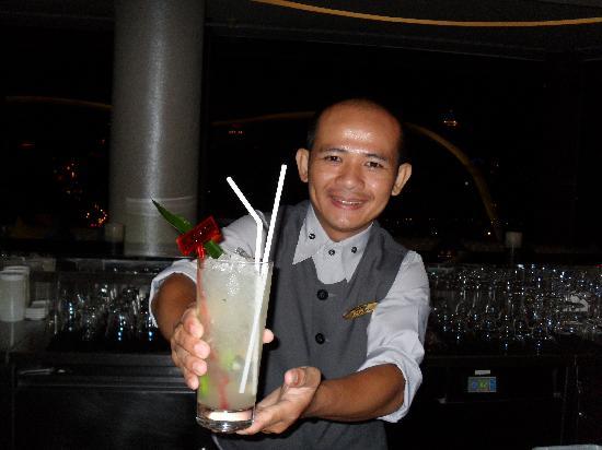 โรงแรมดุสิตธานี กรุงเทพ: First rate Cocktail Barman