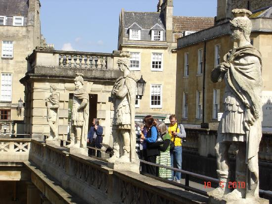 Bath Abbey: Sculptures in the Roman Baths