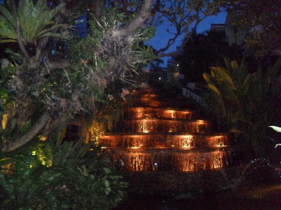 โรงแรมดุสิตธานี กรุงเทพ: Leading to Pool area