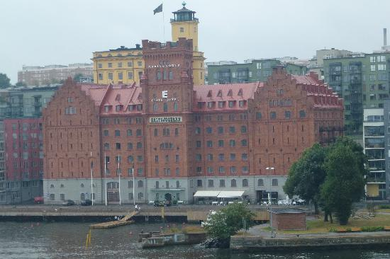 Elite Hotel Marina Tower : Hotel photographed from ship