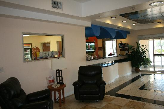 Super 8 by Wyndham Austin/Airport North: The Front Desk is always manned by an extremely friendly and helpful person