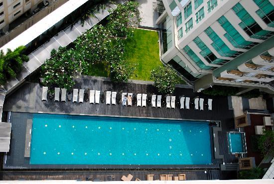 อนันตรา กรุงเทพฯ สาทร: Pool area from the balcony