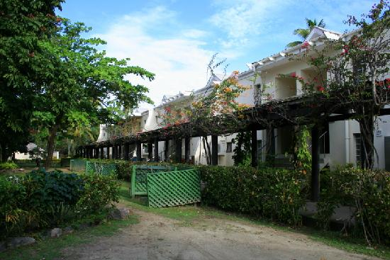Mana Island Resort: Two storey bures - 500 block