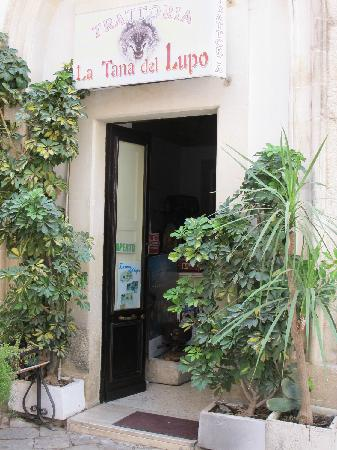 La Tana del Lupo's entrance. Smallish room inside, kitchen to right.