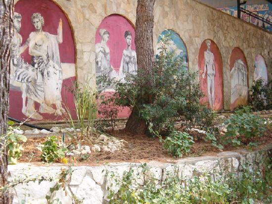 Villaggio Elisena: angoli curati