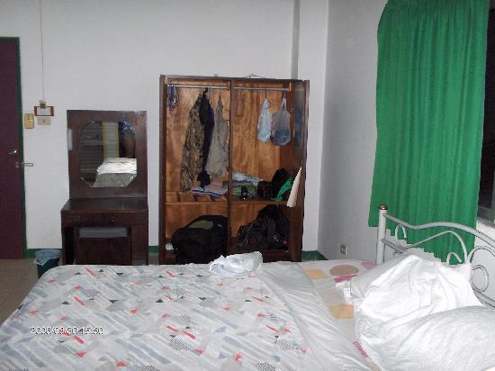 สุทัศน์ คอร์ท 1: Sutus Court, Room in the older Building