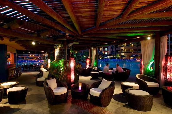 Sunset Beach Club: Tikki Lounge and Pool Bar