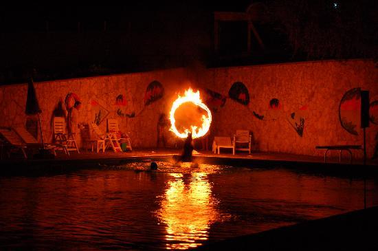 Villaggio Elisena: cerchio di fuoco