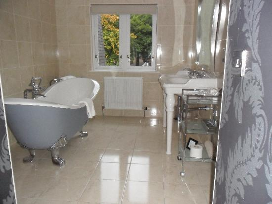 The Torridon: The bath (also has seperate shower room)