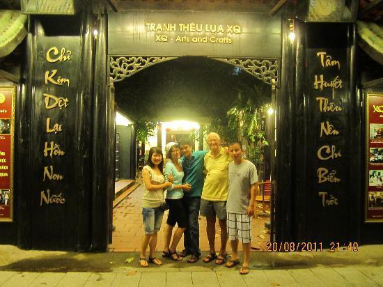 """โรงแรม โทรง เกียง: """"ong Ngoai"""" at XQ Nha Trang"""