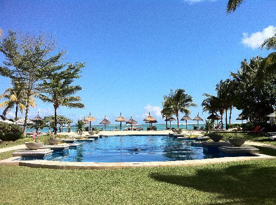 เฮอริเทจ เลอ เทลแฟร์ กอล์ฟ แอนด์ สปา รีสอร์ท: View over heated pool