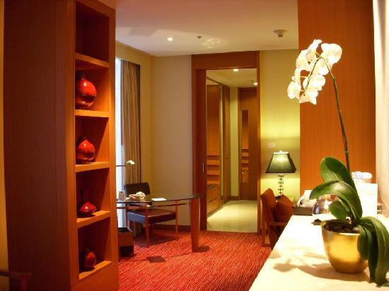 Courtyard by Marriott Bangkok: One Bedroom Suite Room