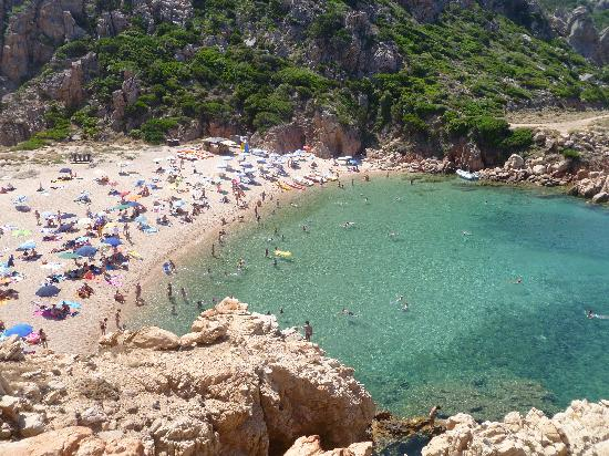 Spiaggia li cossi foto di costa paradiso resort costa for Villaggio li cuncheddi sardegna