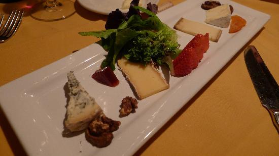 The Lakefront Restaurant: Cheese Platter - appetizer