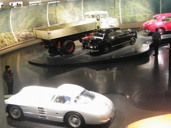 พิพิธภัณฑ์ยานยนต์ เมอร์เซเดส-เบนซ์: Cars and Cars