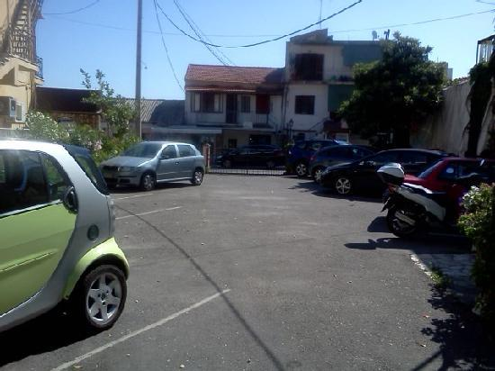 Hotel Avra: Parking