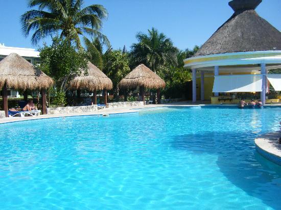 IBEROSTAR Paraiso Del Mar: Groot zwembad