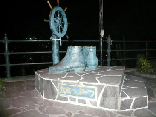 Statue of Ryoma Sakamoto's Boots: ここから龍馬も街を眺めたのかな