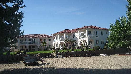 Sandy Beach Motel: sandy beach from lake