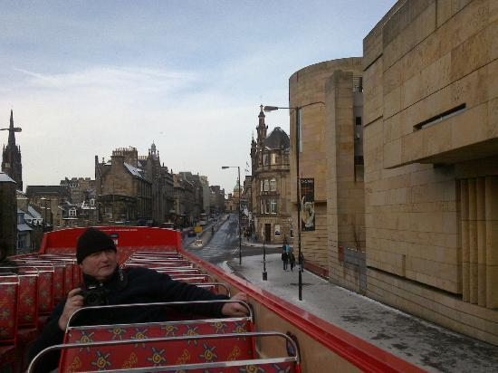 Edinburgh Hop on Hop Off Tours: Busy with making pictures...