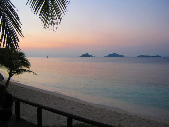 Mana Island Resort: Stunning North beach sunset