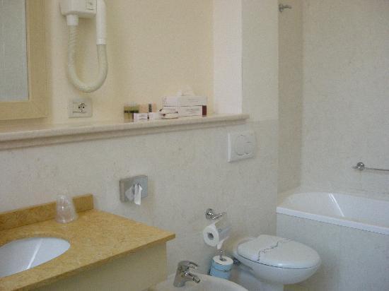 Hotel Bella Venezia: salle de bain