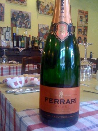 AIdente Trattoria E Vineria: Ferrari rose'