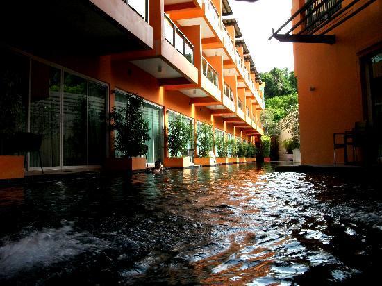 เดอะ สมอลล์ รีสอร์ท: Ground floor pool view