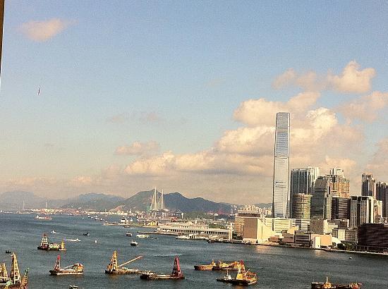 โรงแรมเอ็กซ์เซลซิเออร์: Across Hong Kong harbor. Taken with my iphone from inside the room