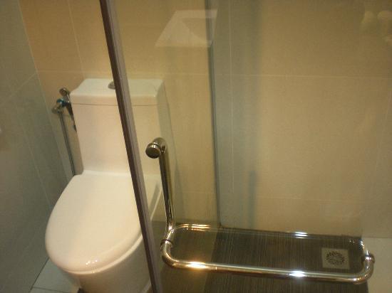 โรงแรมลังกาวี ซีวิว: bathroom