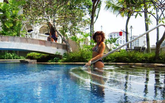 โรงแรมเอวิลเลียน แอดไมรัล โคฟ: piscina