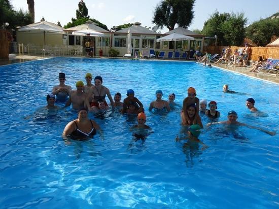 Villaggio Costa Alta: Animazione e divertimento in piscina