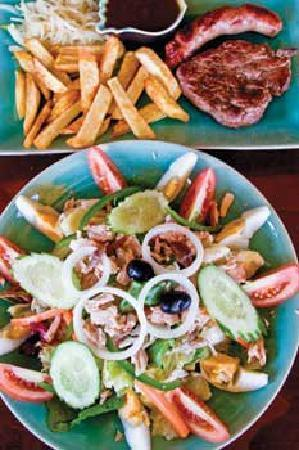 Anjali Restaurant & Bar: Nicosia Salad and Roast Beef with Sausage & Chips