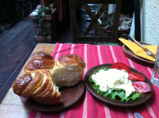Dveri: Bread, cheese and tomato