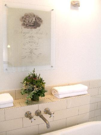 Babylonstoren: the gorgeous bouquet in the bathroom - to be used in your bath water