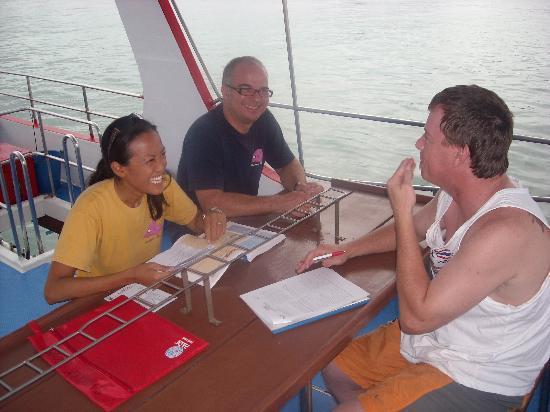 ชาร์คกี้ สคูบา: Studying on the boat. I was seasick so I took the picture.