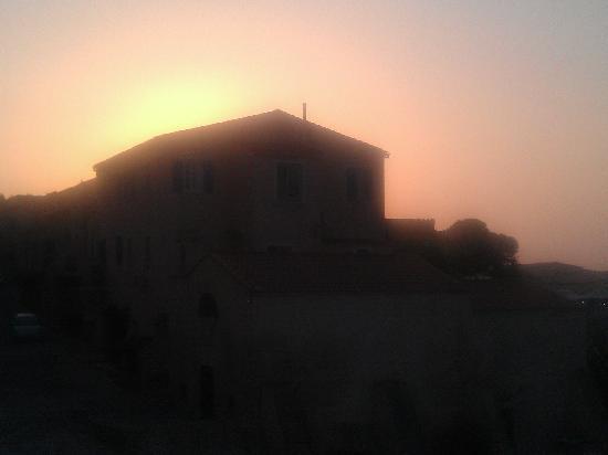 Hotel de la Plage Santa Vittoria: Vue de la terrasse, couché de soleil