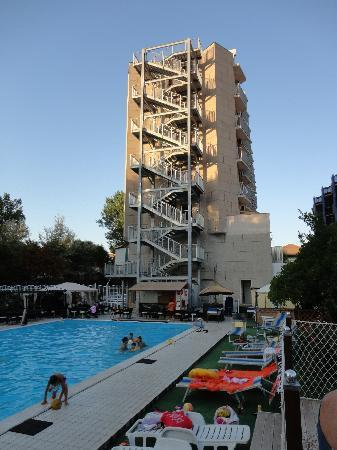 Hotel Jumbo : L'Hotel e la piscina