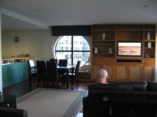 Latitude 37 Accommodation Ltd: Lounge dining and kitchen area