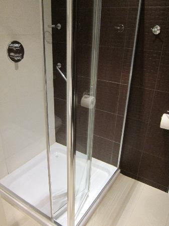 The Ross: Bathroom