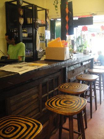 Living Room Cafe Bar & Gallery: the bar
