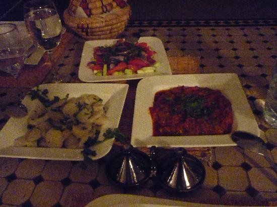 Riad Noor Charana: Appetisers at evening meal in the Riad