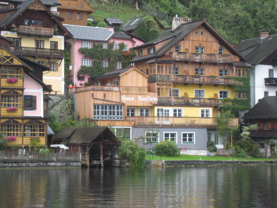 Pension Sarstein: A picute from the ferry to Hallstatt from the train station